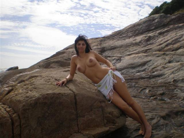 Esposa gostosona pelada na praia de Ilheus 23