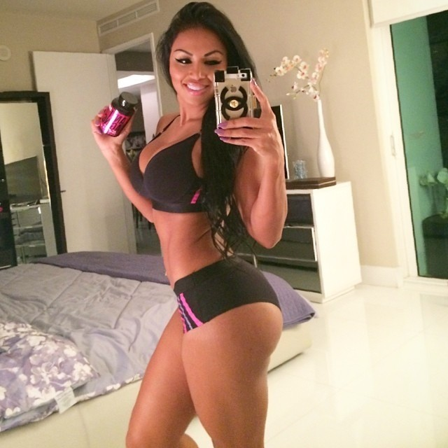 Fotos e videos da deliciosa Dolly Castro 8