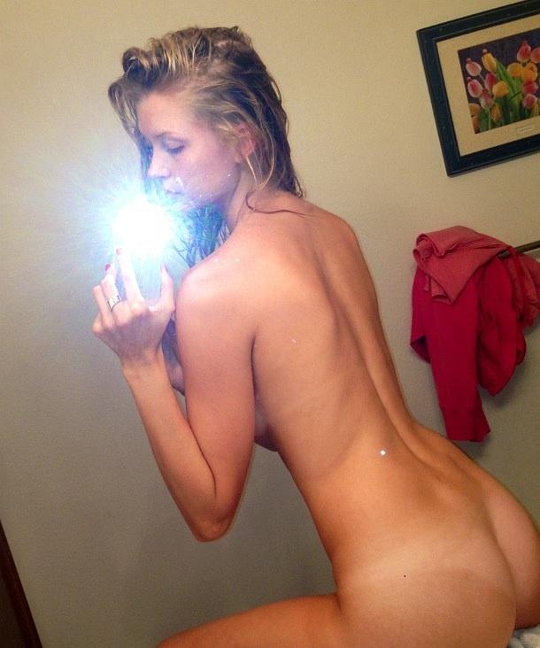Erin-Cummins-Naked-014