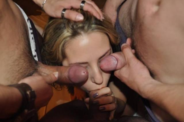 Fotos e Videos - Levou a esposa loira para os negões comer 4