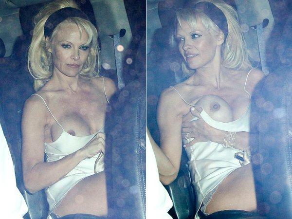 Pamela Anderson foi fragada com os seios de fora 3