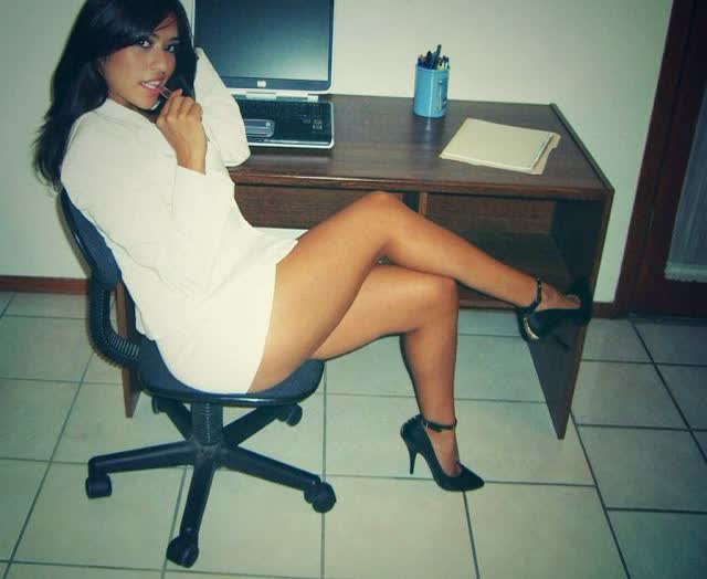 Secretaria ficou peladinha para o chefe 1