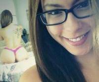 Nerd linda e cavala se mostrando em varias selfies! (mega postagem)