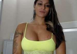 Morena da bunda enorme dando show na Webcam