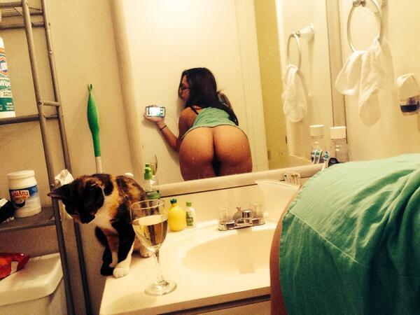 Nerd linda e cavala se mostrando em varias selfies 24