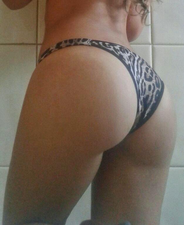 Novinha bem gostosa mostrando seu corpo perfeito 6
