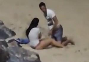 Casal é flagrado fazendo sexo na praia de Ponta Negra-RN - http://www.naoconto.com