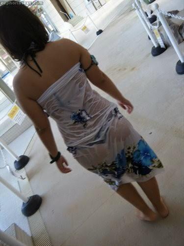 Caiu na net japonesa safada se exibindo no parque aquático em Wakayama Japao 13