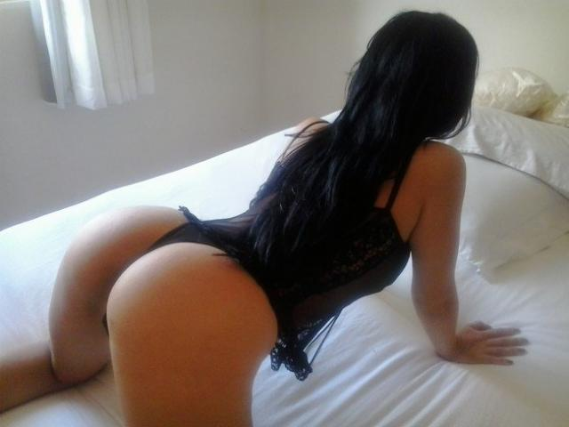 Tirou fotos da esposa pelada muito gostosa em casa 6