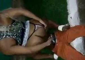 Travestis abusa de gari bêbado no meio da rua!