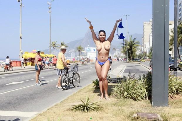Fotos do toplessaço na Praia de Ipanema 12