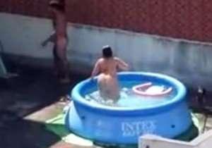 casal-transando-na-piscina-do-terraco-filmados-no-flagra