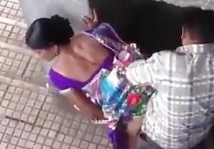 No Sri Lanka, casal é flagrado transando na rua!