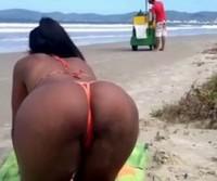 Um dia na praia com a gostosona!
