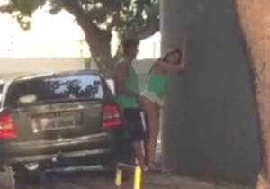 Casal com abadá de camarote luxuoso é flagrado fazendo sexo na Barra - http://www.naoconto.com