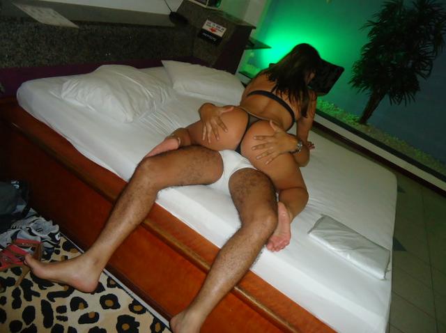 Esposa rabuda no motel 2