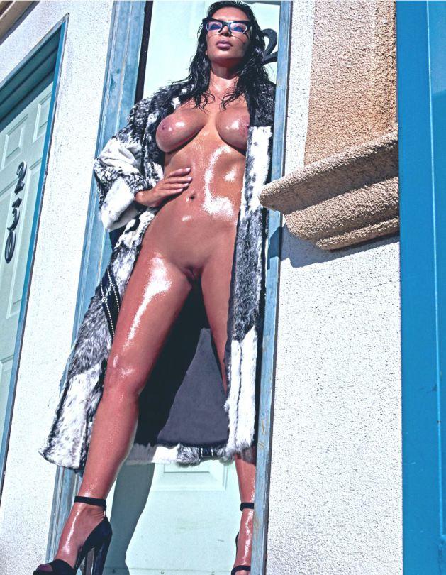Fotos da Kim Kardashian nua na Love Magazine 1