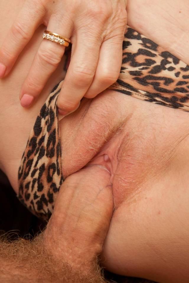 Maluco fez sexo com a mãe e posta fotos na net 8