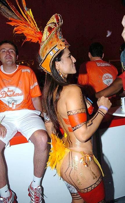 Mulheres peladas no carnaval 24