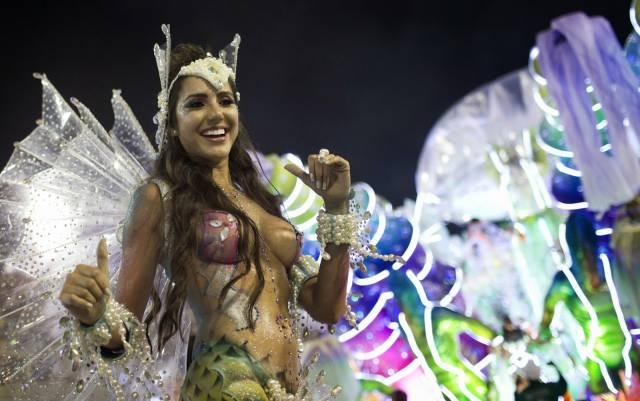 Mulheres peladas no carnaval 38