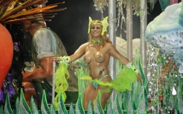 Mulheres peladas no carnaval 40