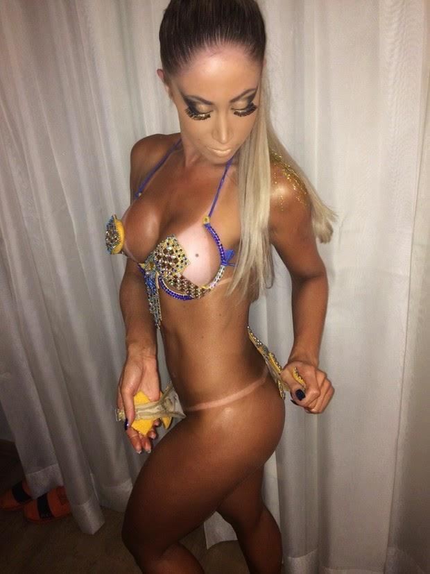 Mulheres peladas no carnaval 48