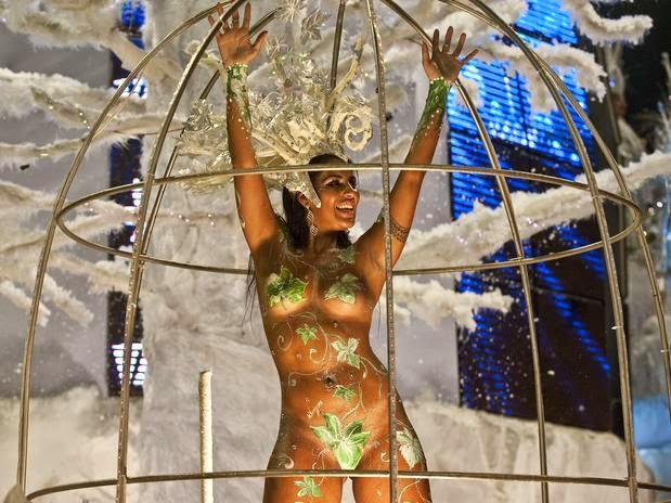 Mulheres peladas no carnaval 60