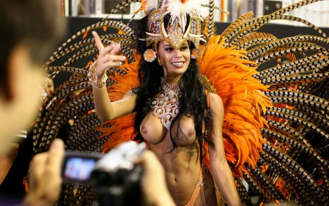 Mulheres peladas no carnaval 62