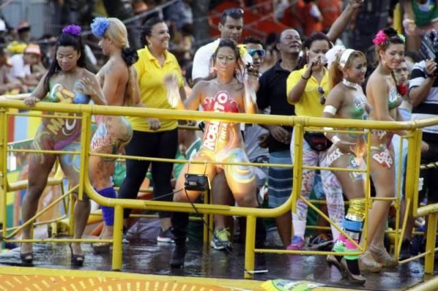 Mulheres peladas no carnaval 65