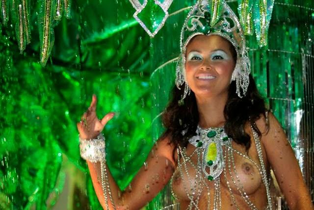 Mulheres peladas no carnaval 71