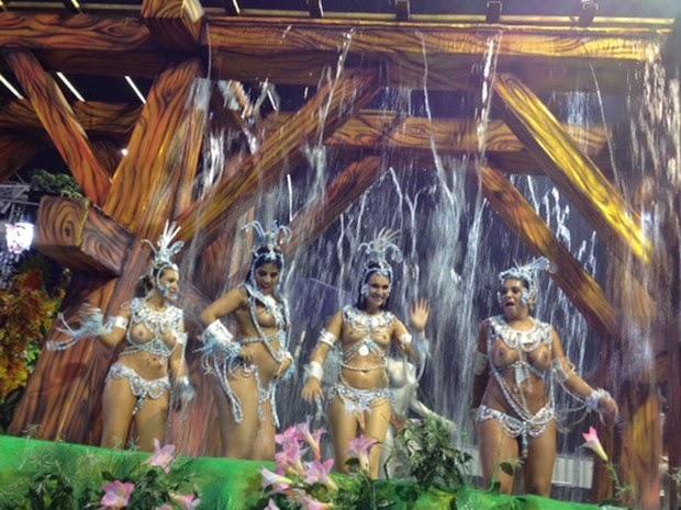 Mulheres peladas no carnaval 75