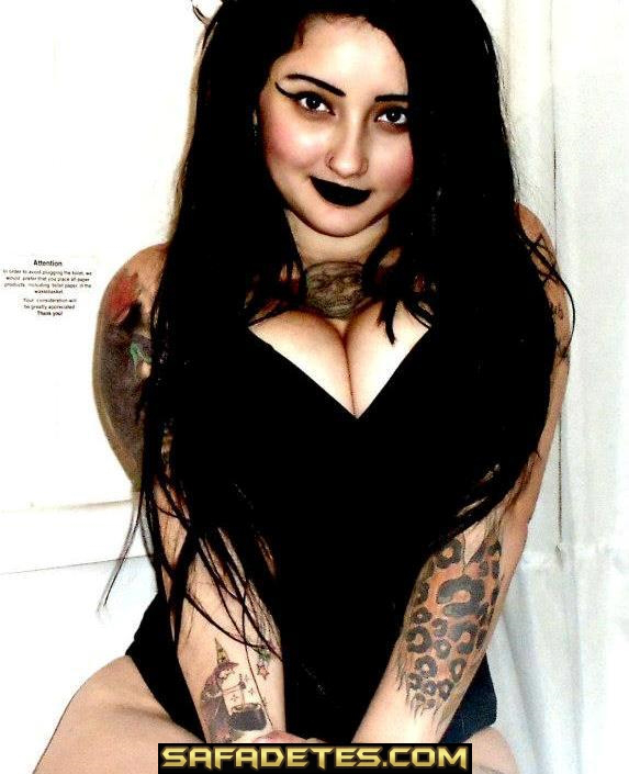 Rockeira bem gostosa toda tatuada caiu na net 24