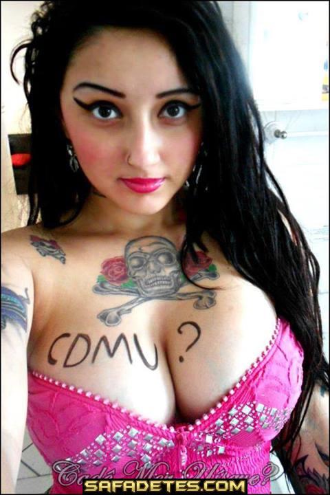 Rockeira bem gostosa toda tatuada caiu na net 4