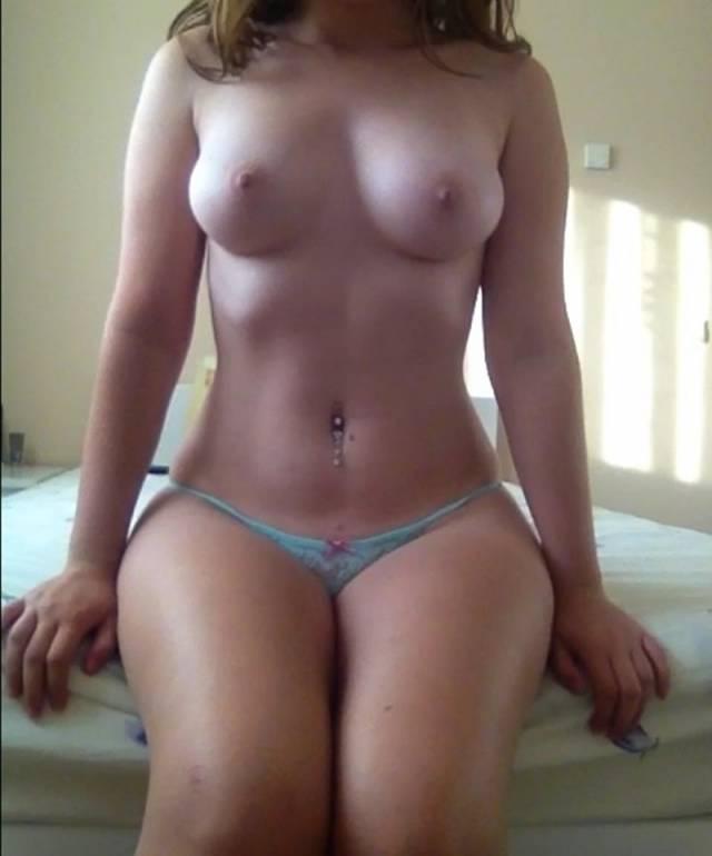 Ruivinha espetacular pelada no quarto (3)