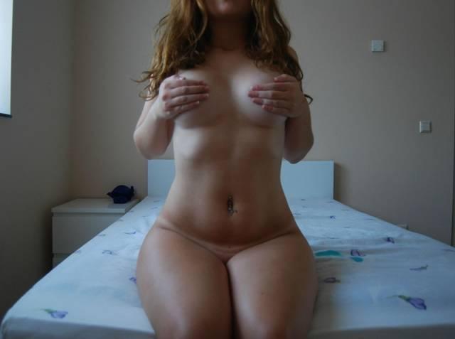 Ruivinha espetacular pelada no quarto (31)