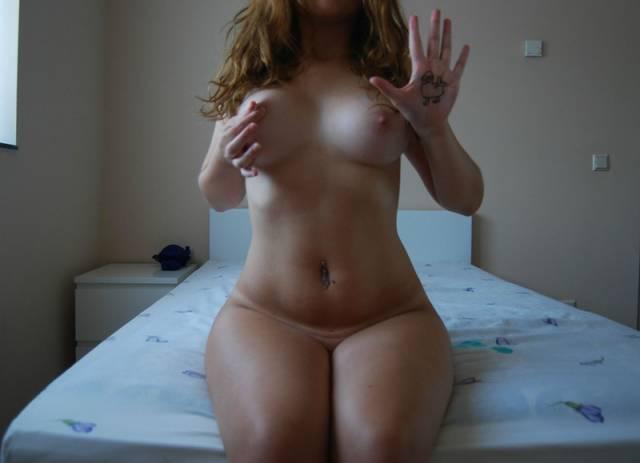 Ruivinha espetacular pelada no quarto (33)