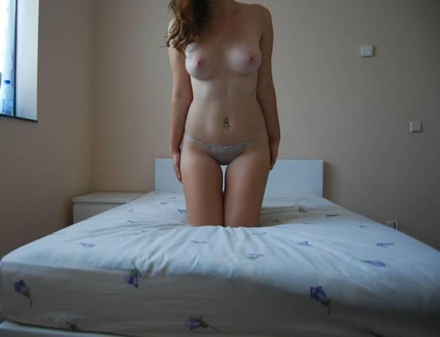 Ruivinha espetacular pelada no quarto (36)