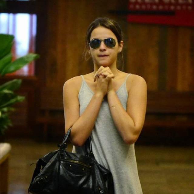 Bruna Marquezine sem sutiã e com os faróis acesos em Shopping na Tijuca 10