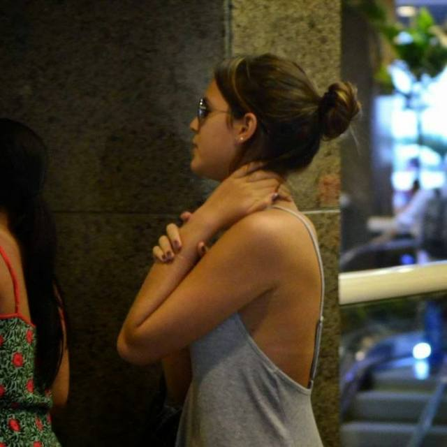 Bruna Marquezine sem sutiã e com os faróis acesos em Shopping na Tijuca 9