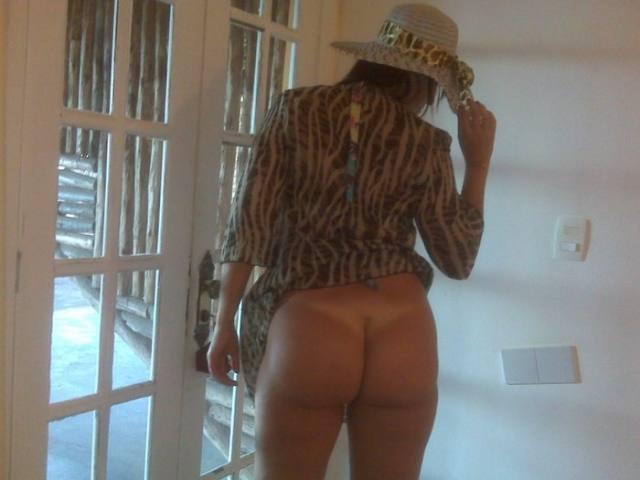 Bruna, esposa gostosa tirou fotos pelada 13