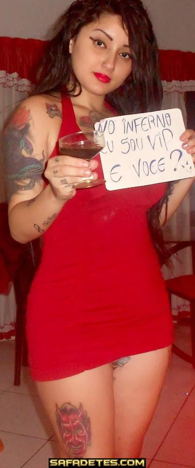 Debbi Delacort, Rockeira bem gostosa toda tatuada caiu na net 36