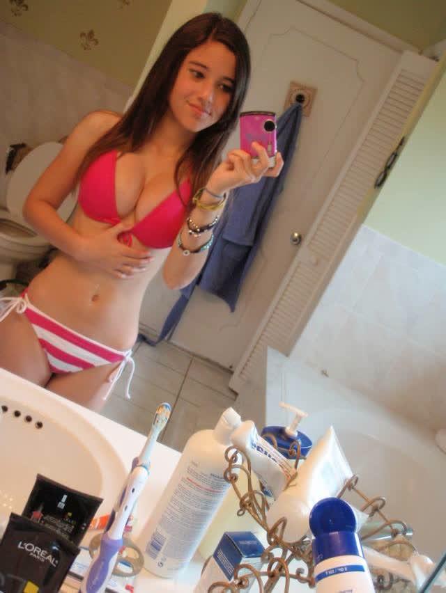 Angie Varona - A garota mais buscada do Google 14