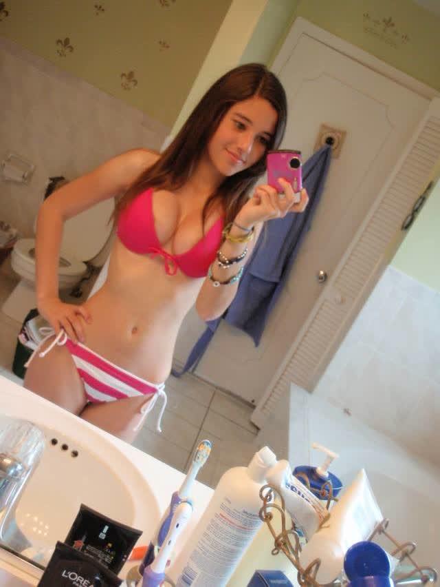 Angie Varona - A garota mais buscada do Google 15