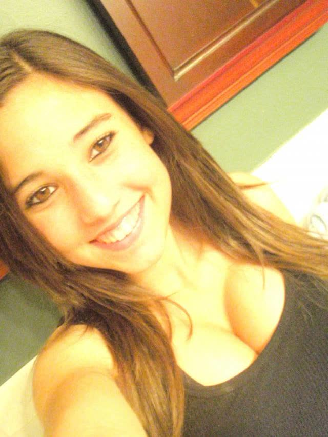 Angie Varona - A garota mais buscada do Google 26