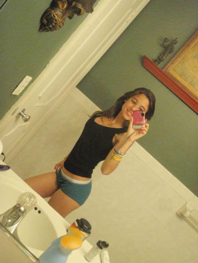 Angie Varona - A garota mais buscada do Google 28