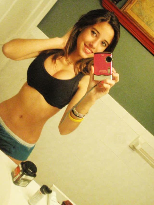 Angie Varona - A garota mais buscada do Google 29