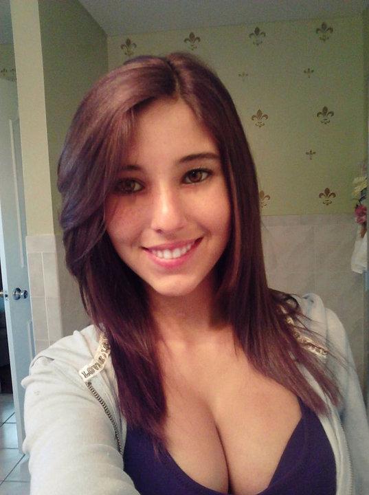 Angie Varona - A garota mais buscada do Google 38