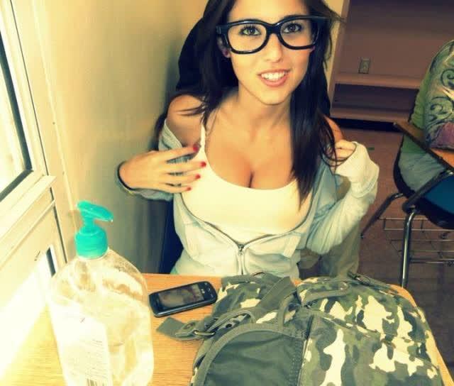 Angie Varona - A garota mais buscada do Google 47
