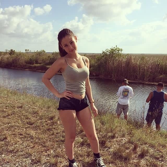 Angie Varona - A garota mais buscada do Google 59