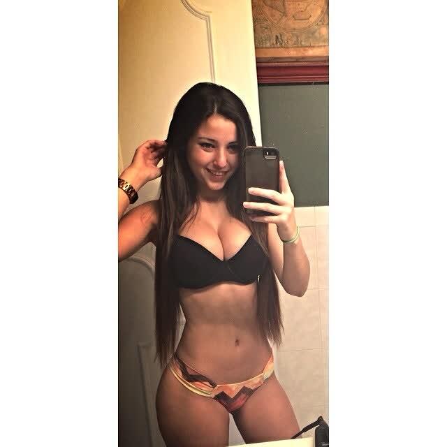 Angie Varona - A garota mais buscada do Google 74